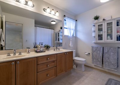 Master bathroom with dual vanities in Royal Kunia house for sale