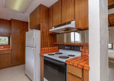 Refrigerator and stove in Aiea Heights house for sale