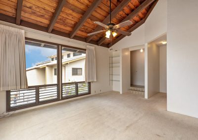 Large living room in Aiea Heights house for sale