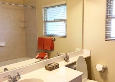 Hallway bathroom with bathtub in Makakilo town house for sale
